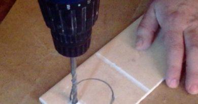Как в плитке вырезать отверстие под розетку