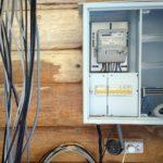 Открытая проводка в деревянном доме: нормы и правила